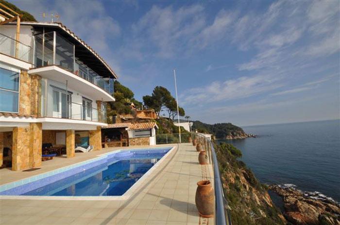 Location vacances costa brava belles maisons louer for Villa de luxe a louer en espagne